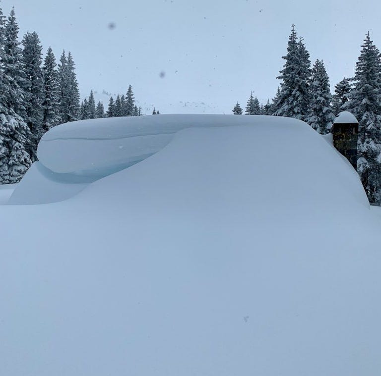 Wall of heavy snow: '100-year avalanche' cascades down Mt. Shasta