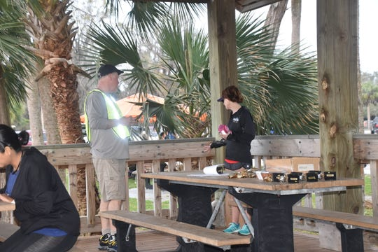Race director Keith Rowe speaks with Sonya Dudley at the Flash 6K at St. Marks.