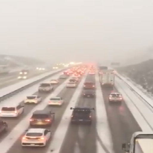 Grapevine closed Sunday evening as snow, accidents snarl traffic on Interstate 5