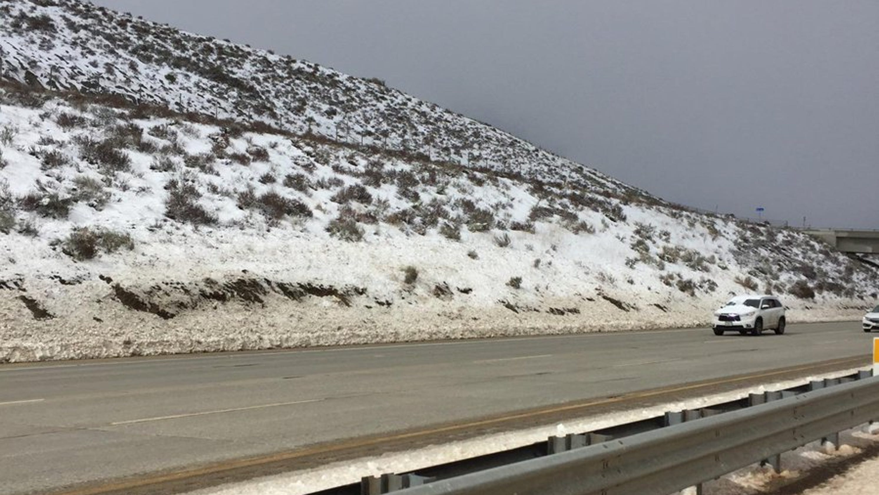 Grapevine reopens after snow, accidents snarl traffic on I-5