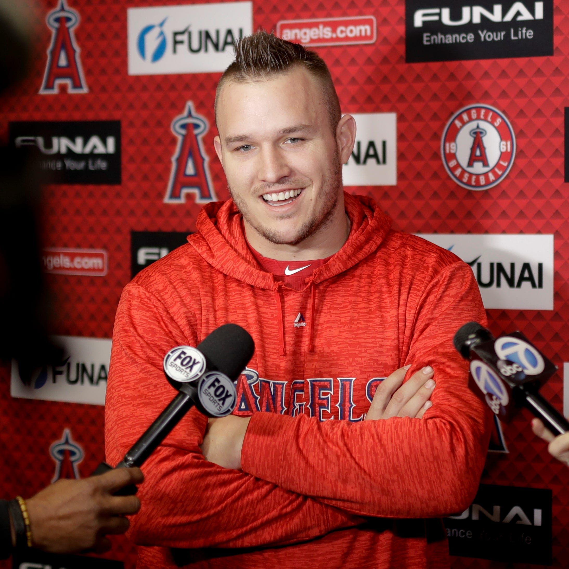 Angels star Mike Trout touts Philadelphia, says free agent freeze 'not good for baseball'