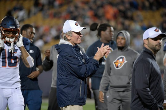 Orlando Apollos head coach Steve Spurrier, center, has poked fun at the Washington Redskins and the Tennessee Volunteers in his first two weeks in the AAF.