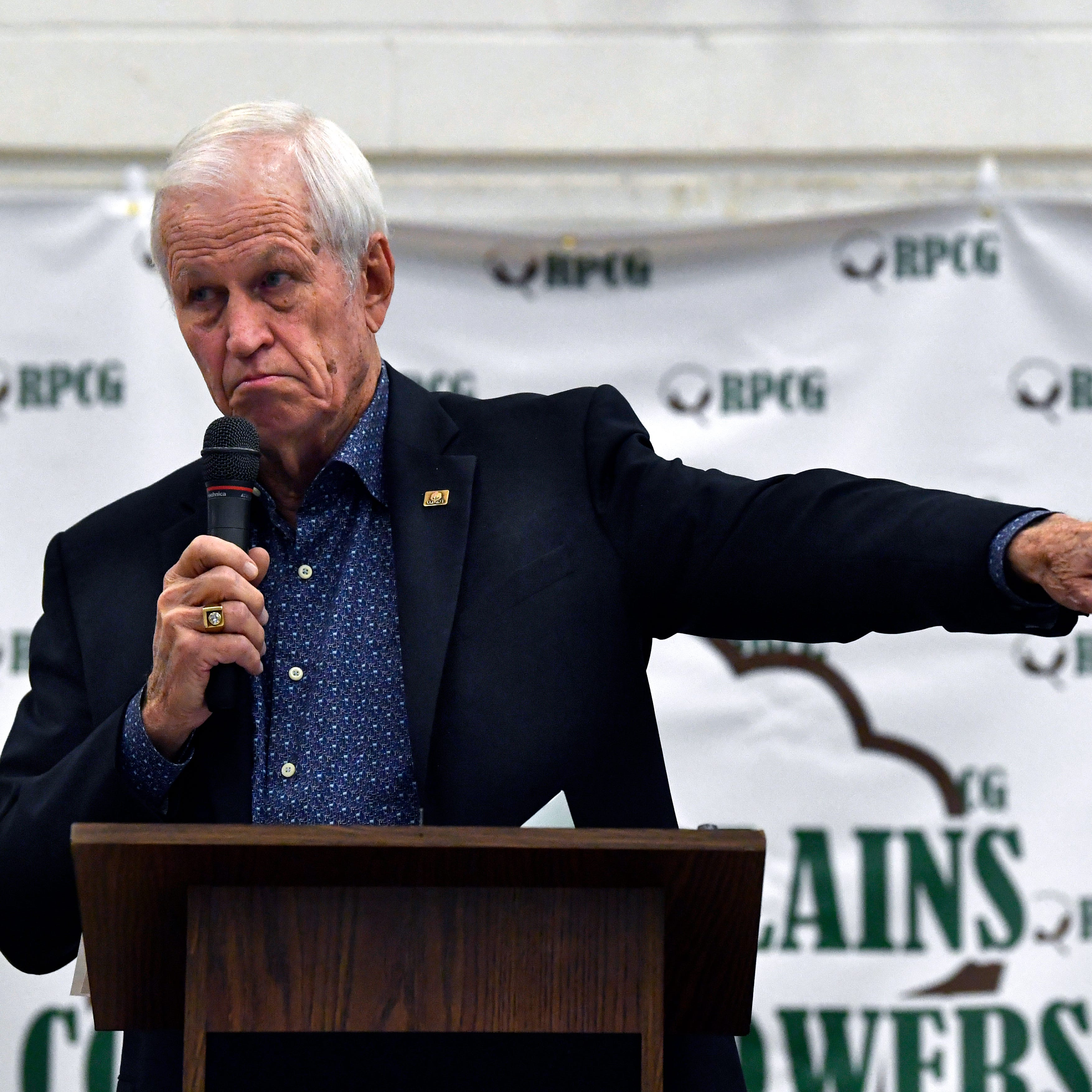 Fill-in speaker Stenholm gives farm show audience a former congressman's take on things