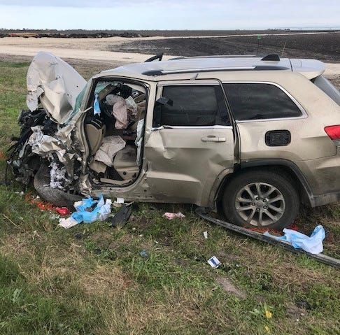 Two dead after pickup loses control on loose gravel in San Patricio County