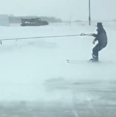 Iowa woman captures video of Amish man skiing behind horse and buggy