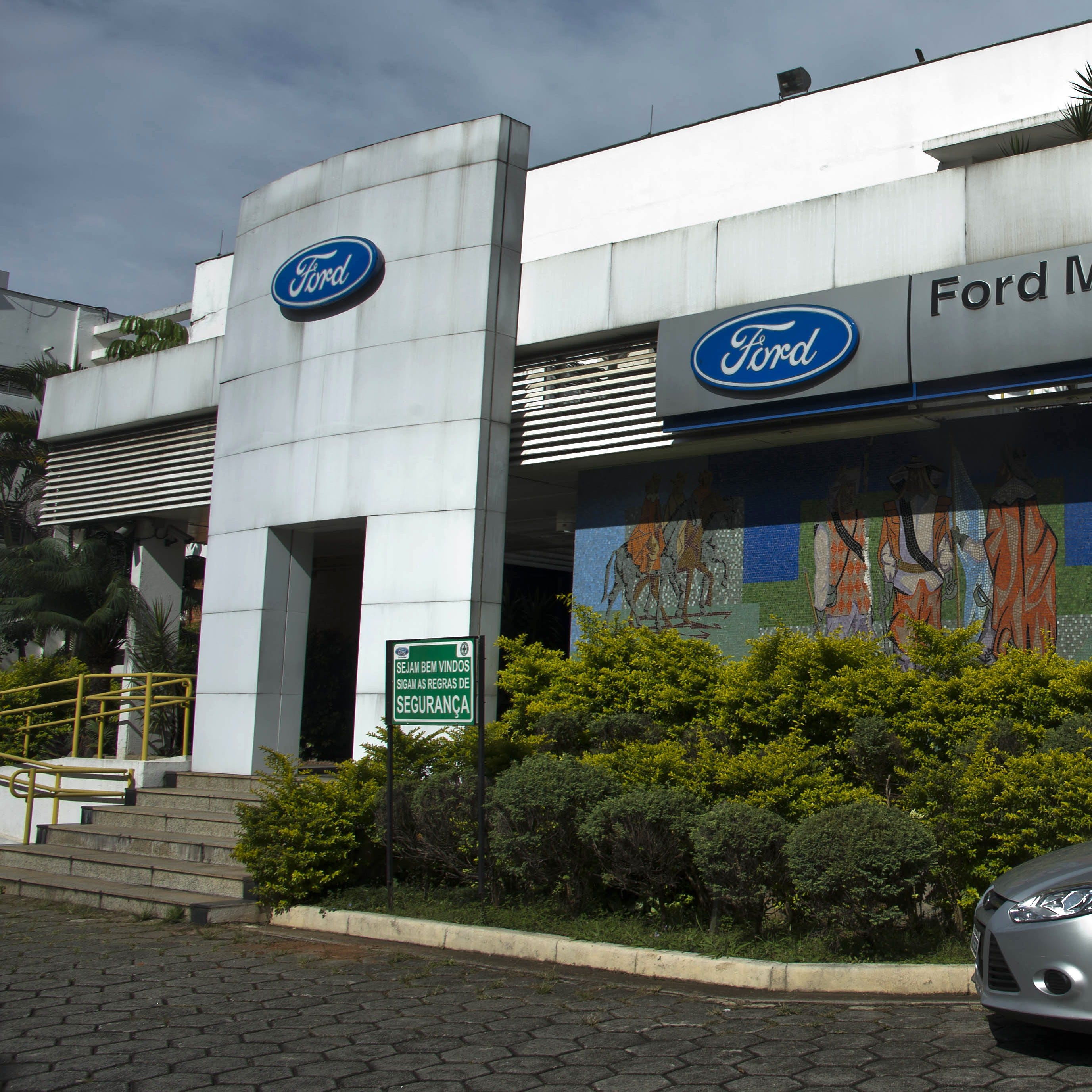 Ford to cut big commercial-trucks, Fiesta in South America