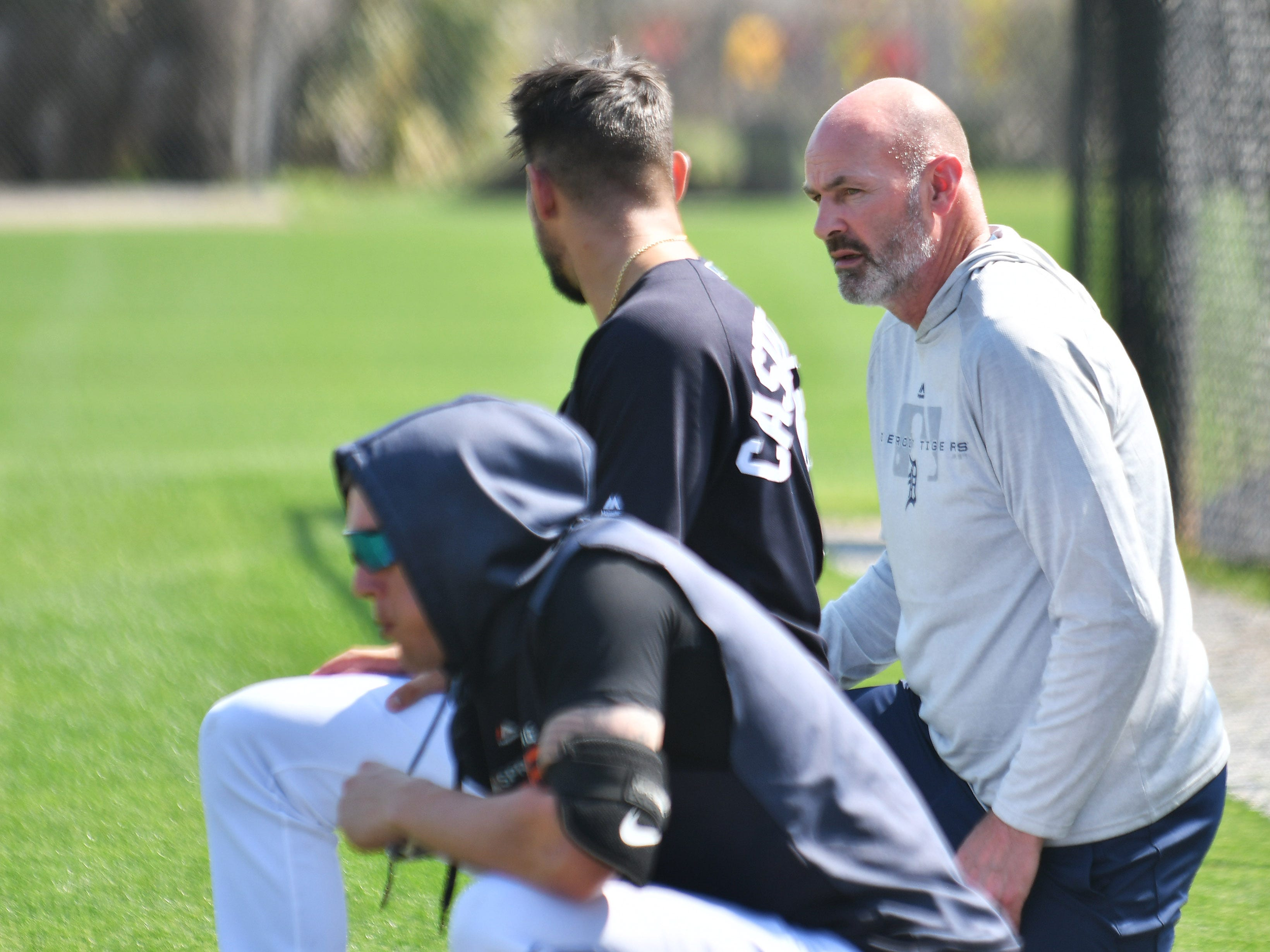 Tigers legend and Fox Sports Detroit broadcaster Kirk Gibson, right, talks with Tigers outfielder Nick Castellanos.