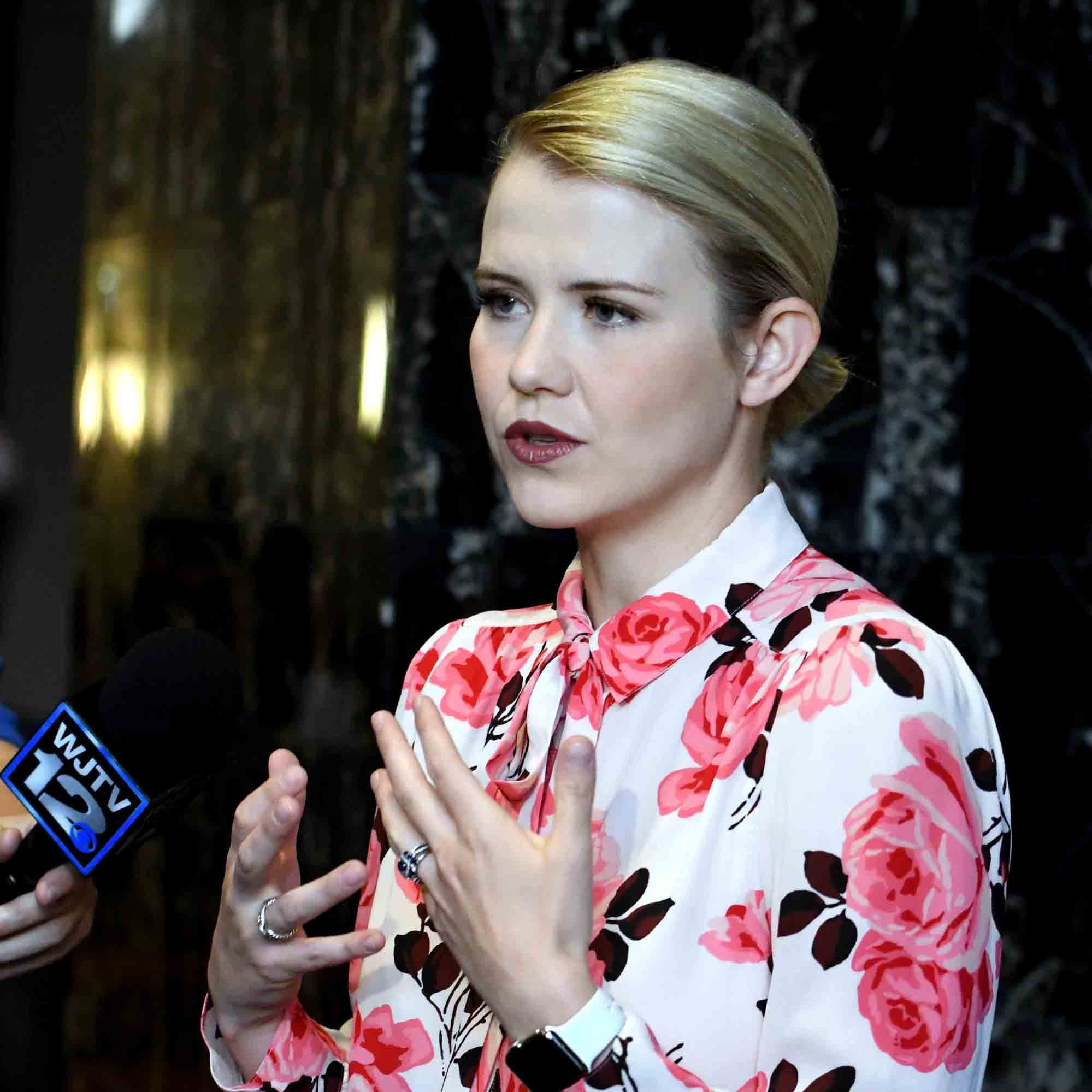 Elizabeth Smart details kidnapping, rape to packed room at Franklin fundraiser