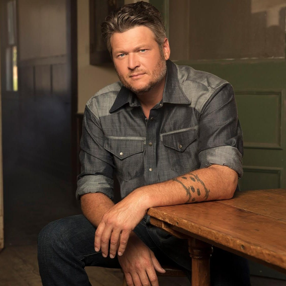 Blake Shelton straddles present and past for 'Friends and Heroes' tour