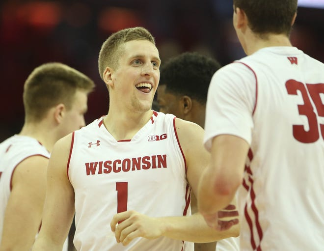 Brevin Pritzl and his teammates celebrate after the Badgers beat Illinois on Monday night.