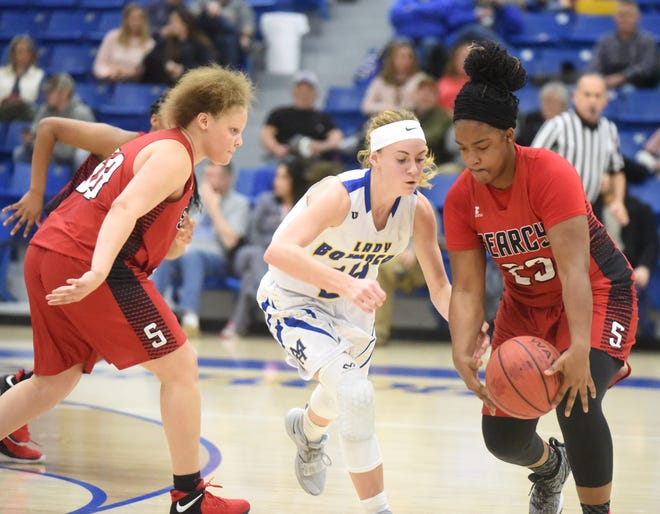 Mountain Home's Emma Martin (middle) goes for a steal during the Lady Bombers' meeting with Searcy earlier this season.