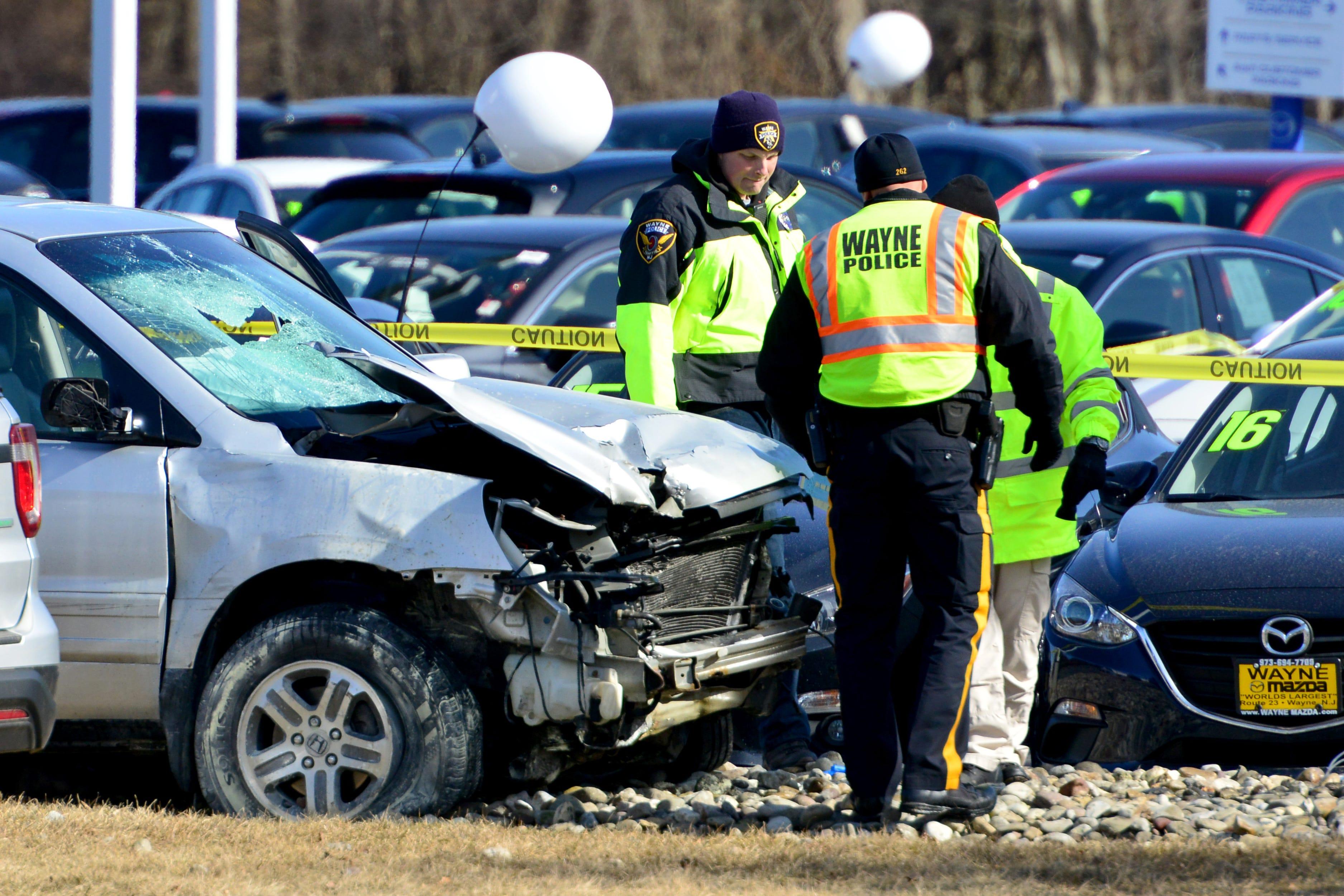 Three dead in Multi-car crash at gas station on Rt  23 in Wayne