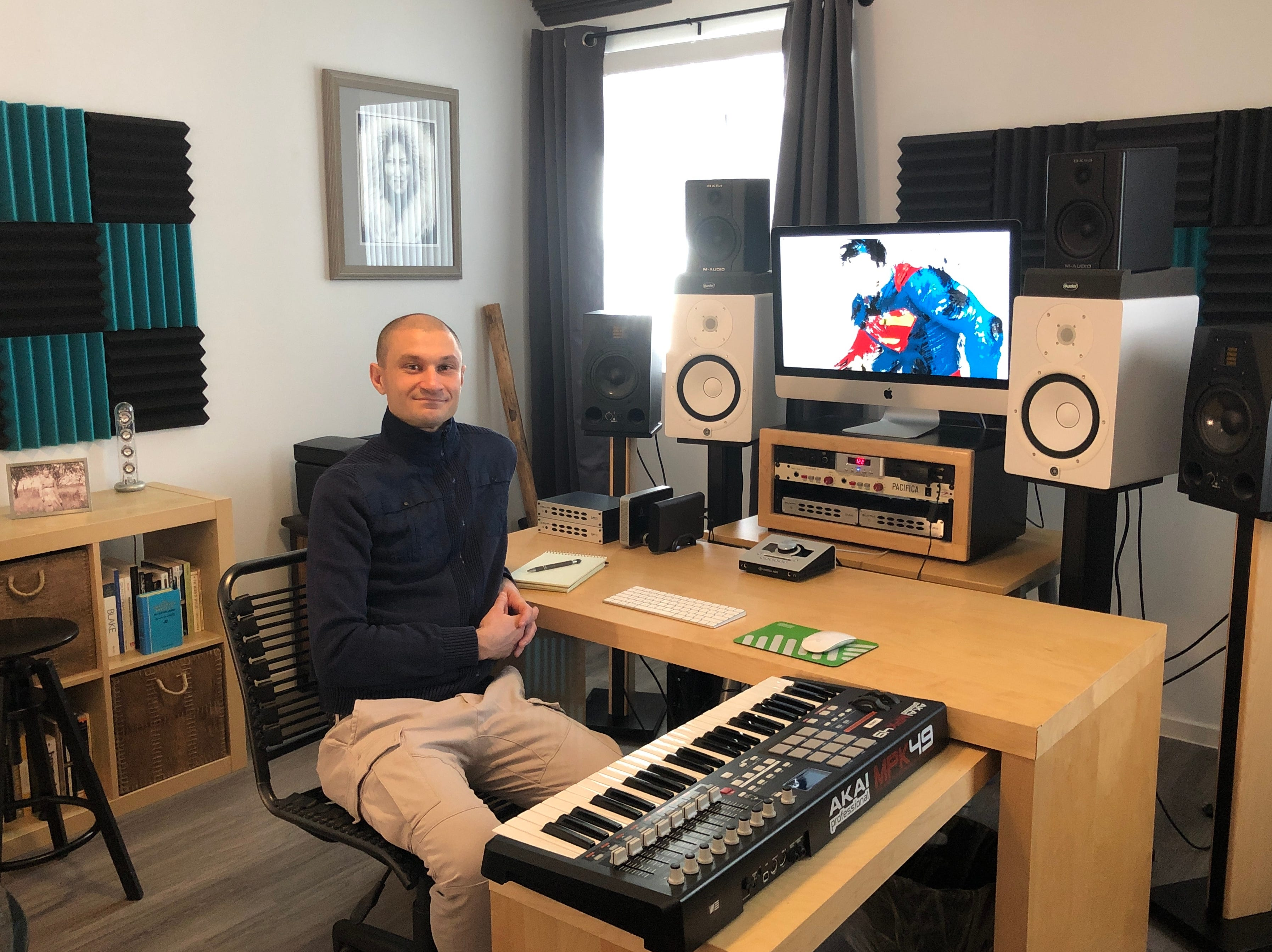 A writer, guitar instructor, musician and audio engineer, Lorin Drexler uses thesecond level of his loft as aproduction studio.