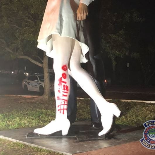 'Kissing sailor' from an iconic photo died. Now a statue of it has been graffitied: '#MeToo'