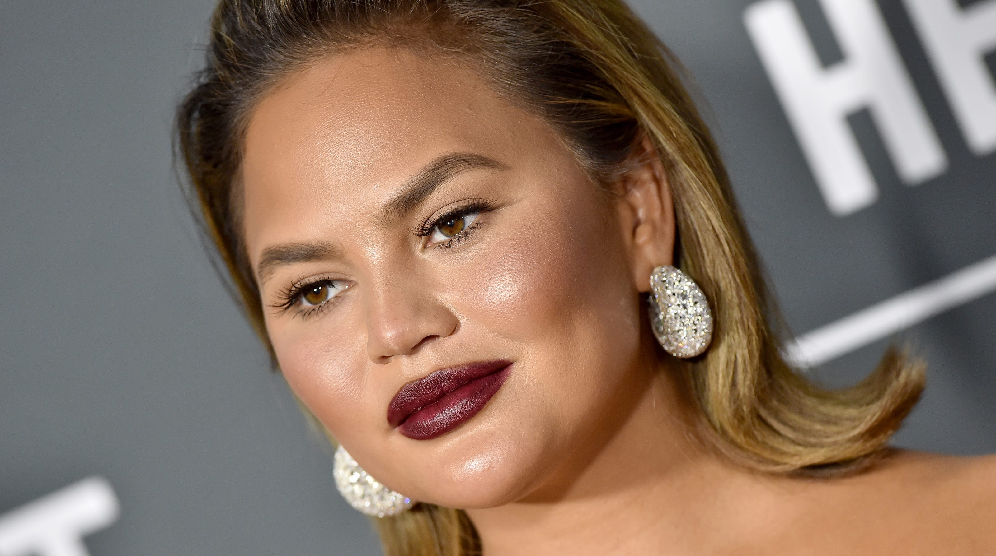 Chrissy Teigen Freaks Out After Twitter Reply From Princess Beatrice