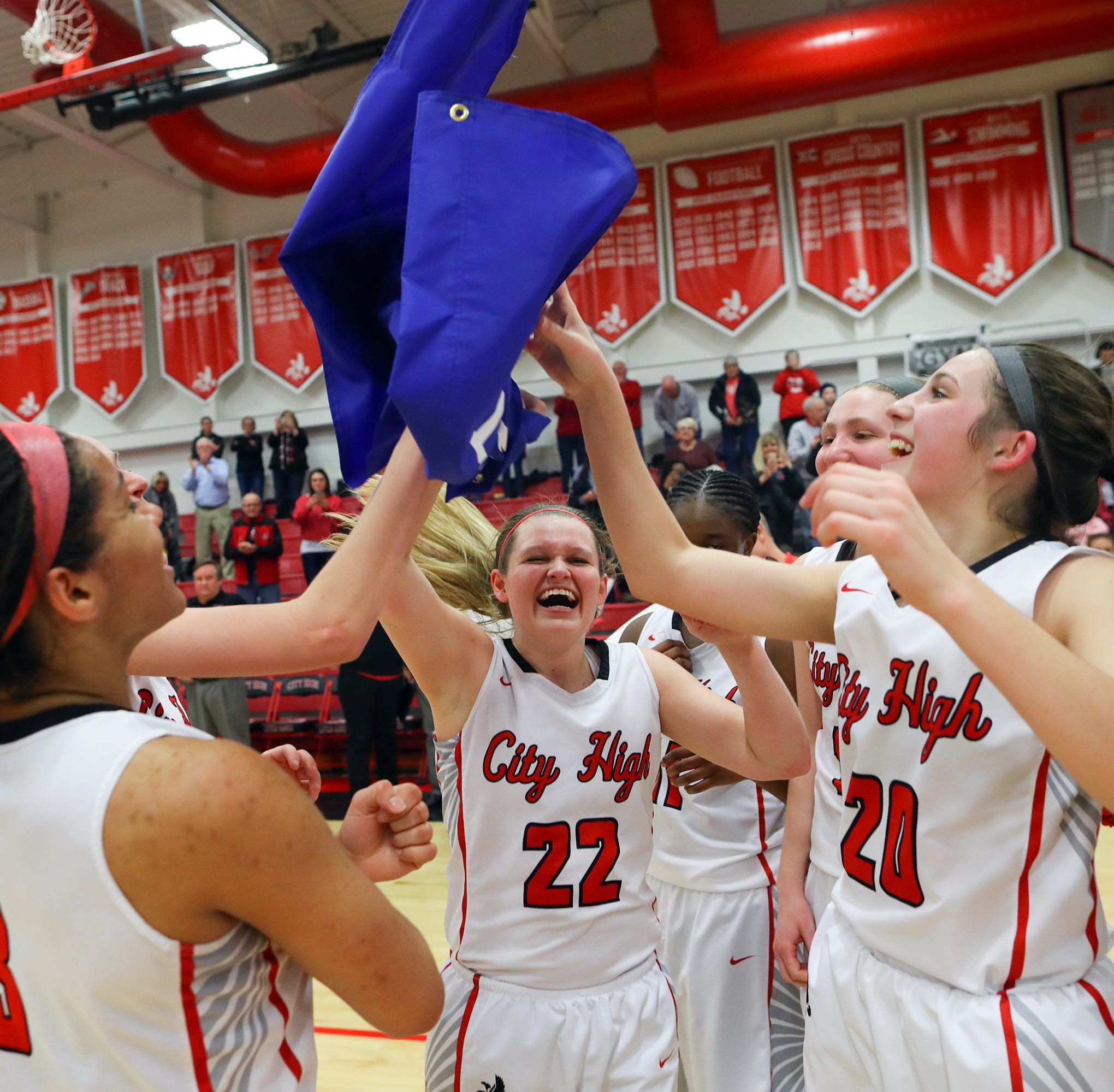 Iowa City High girls advance to state basketball tournament; West High falls
