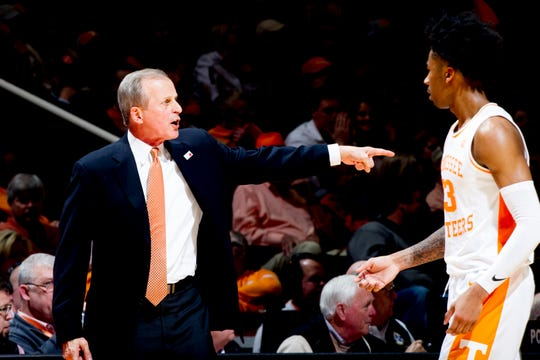 Tennessee Head Coach Rick Barnes yells at Tennessee guard Jordan Bowden (23) after a play during a game between Tennessee and Vanderbilt at Thompson-Boling Arena in Knoxville, Tennessee on Tuesday, February 19, 2019.