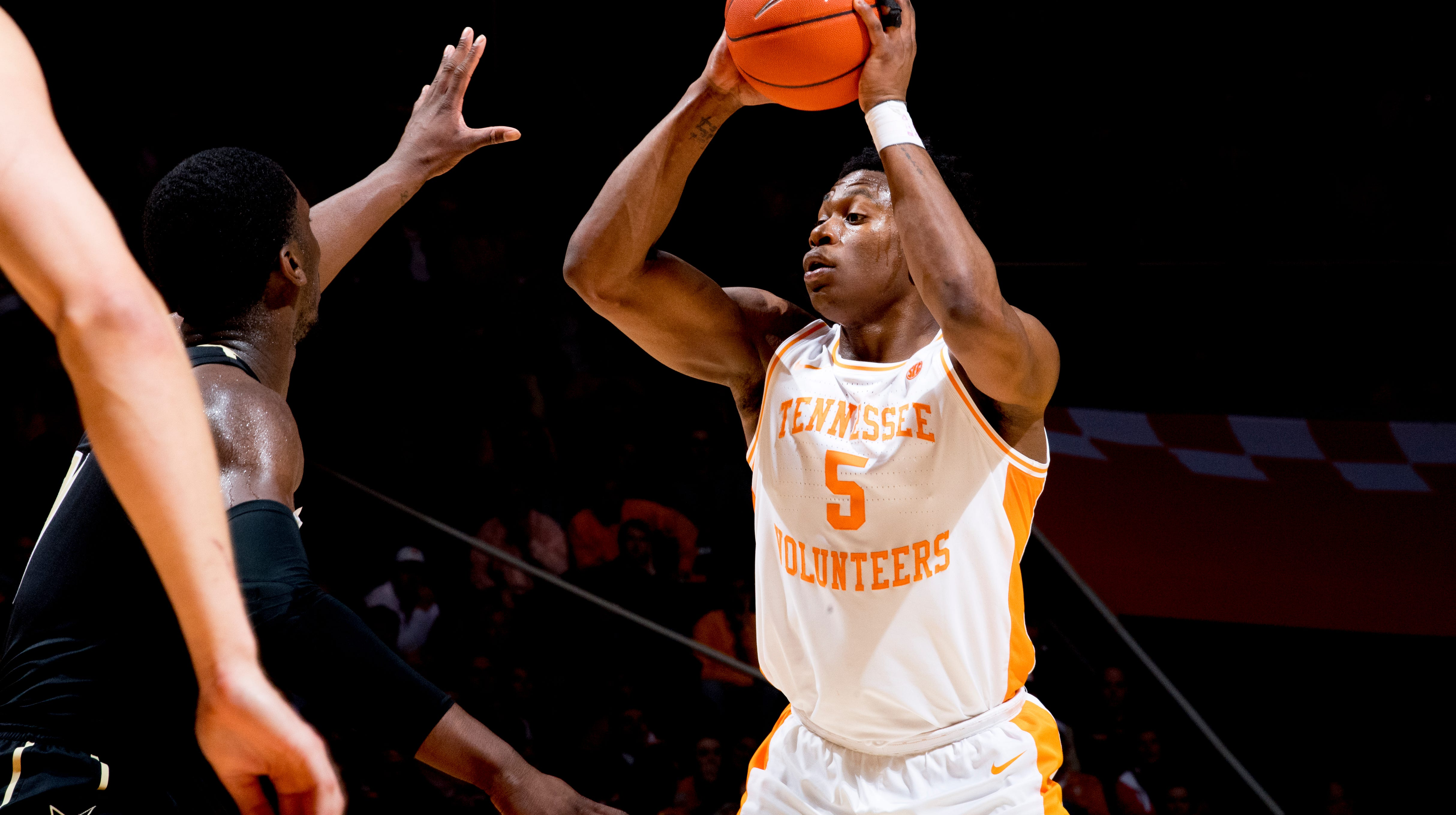 Despite Offensive Woes Tennessee Basketball Bounces Back From Kentucky Loss