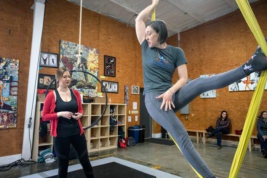 Suspend Louisville instructor Courtney Lantz (right) demonstrates technique to Courier Journal reporter Maggie Menderski.