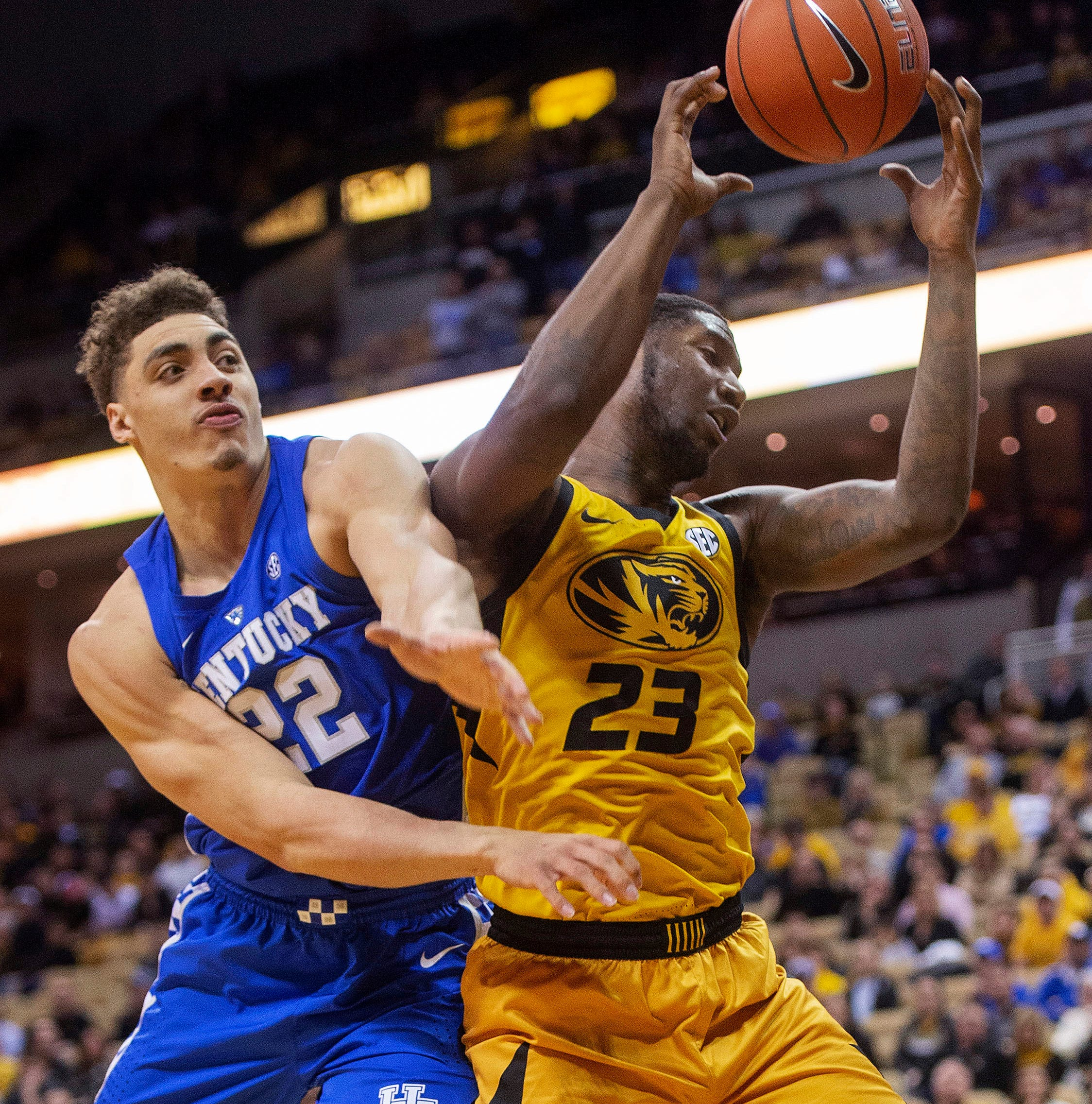 Kentucky basketball struggles late but holds off Missouri on the road