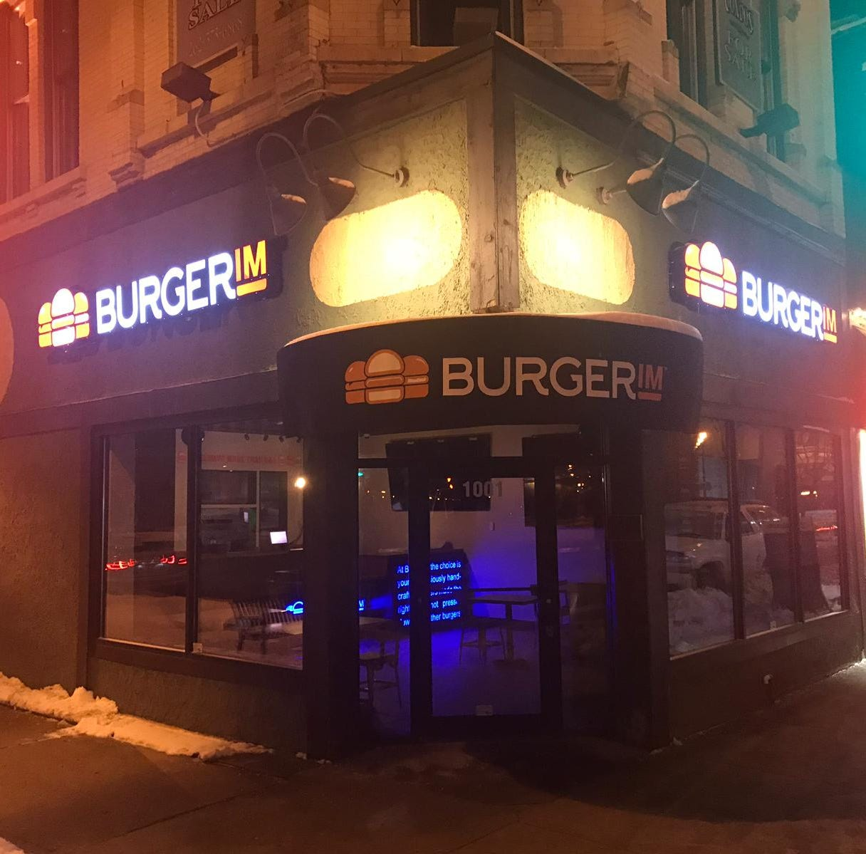 Mini-burger restaurant Burgerim opens a downtown Milwaukee location
