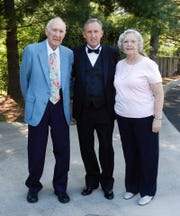 Belmont basketball coach Rick Byrd, middle, with his parents, Ben and Joan, before the 2013 Tennessee Sports Hall of Fame induction ceremony.