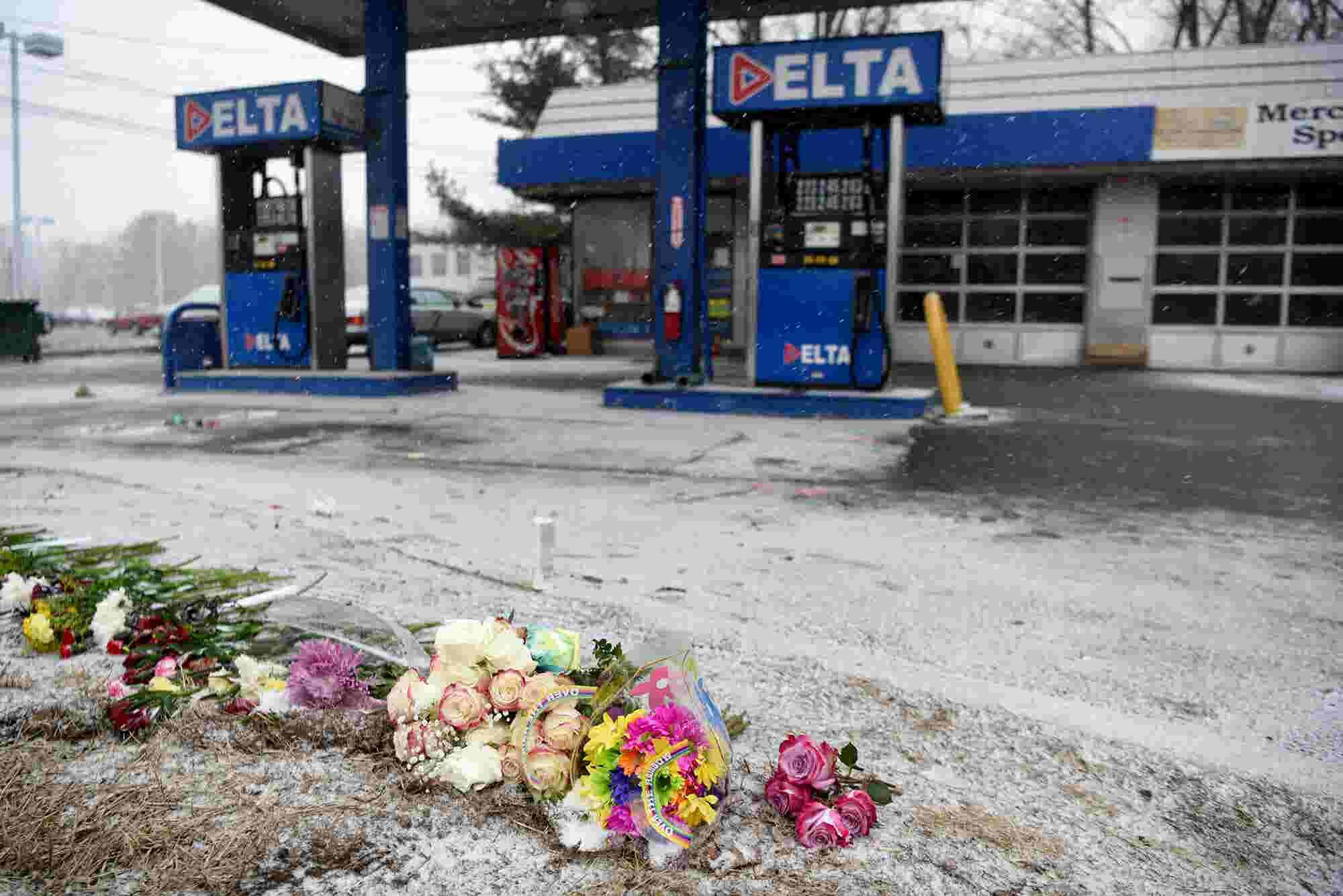 Memorial at site of fatal car crash in Wayne