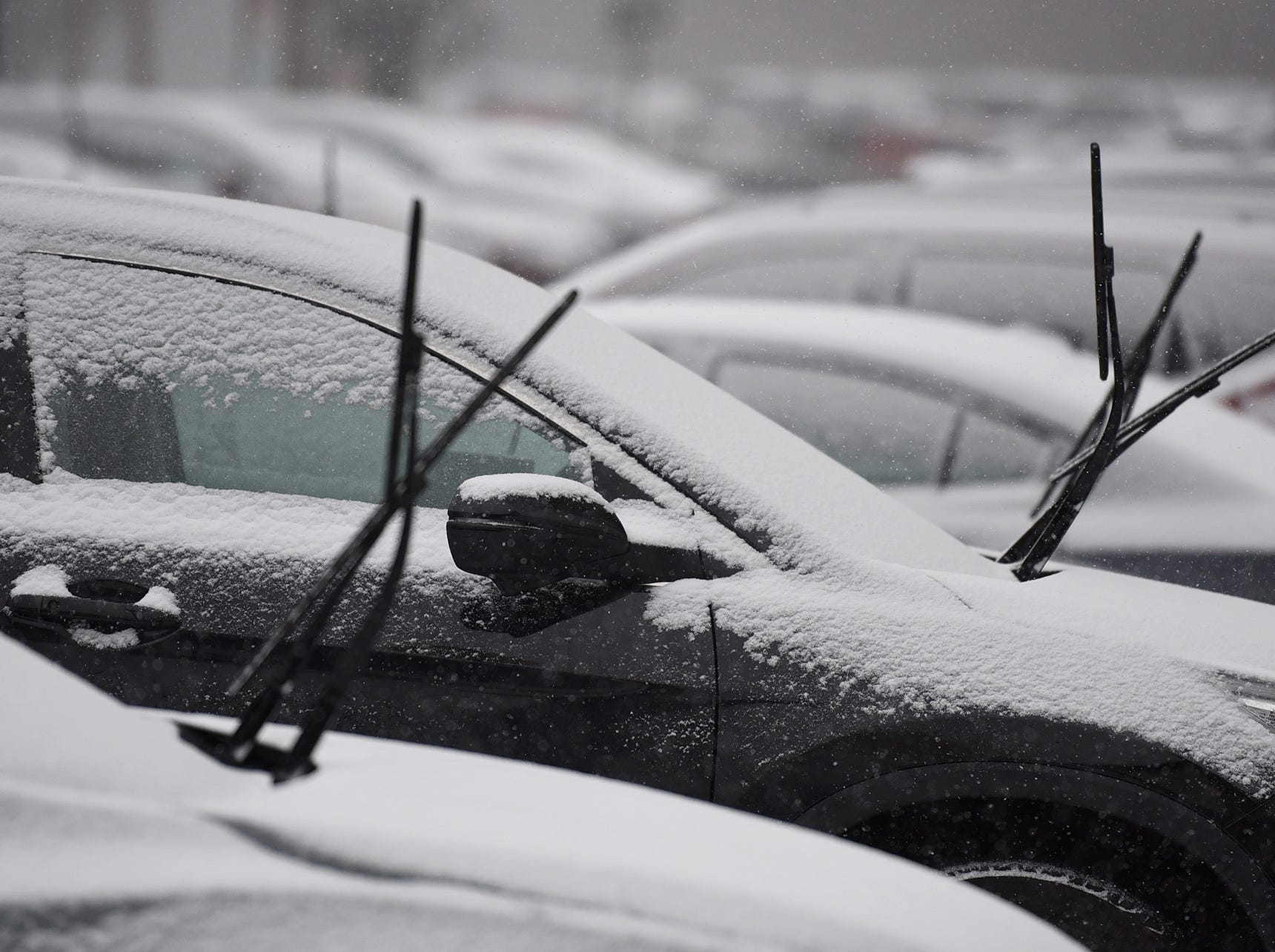 Snow begins to accumulate on parked cars in Fair Lawn on 02/20/19.