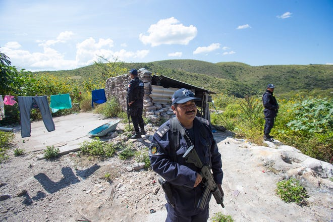 The state government assigned a group of armed police officers to protect the community of Quetzalcoatlán de las Palmas against future attacks.