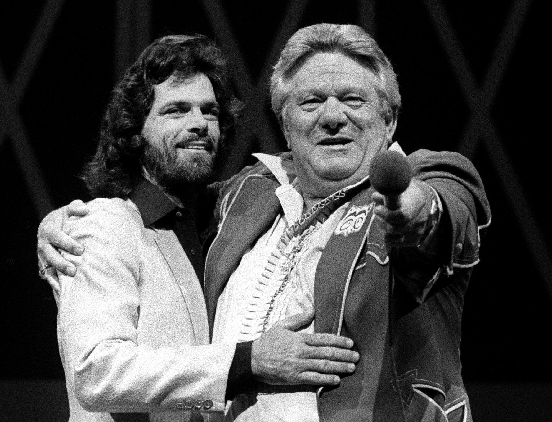 Humorist Jerry Clower (right) introduces B.J. Thomas as a member of the Grand Ole Opry on Aug. 7, 1981.