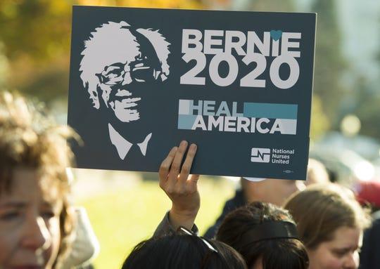 Simpatizantes de Bernie Sanders apoyan su candidatura.