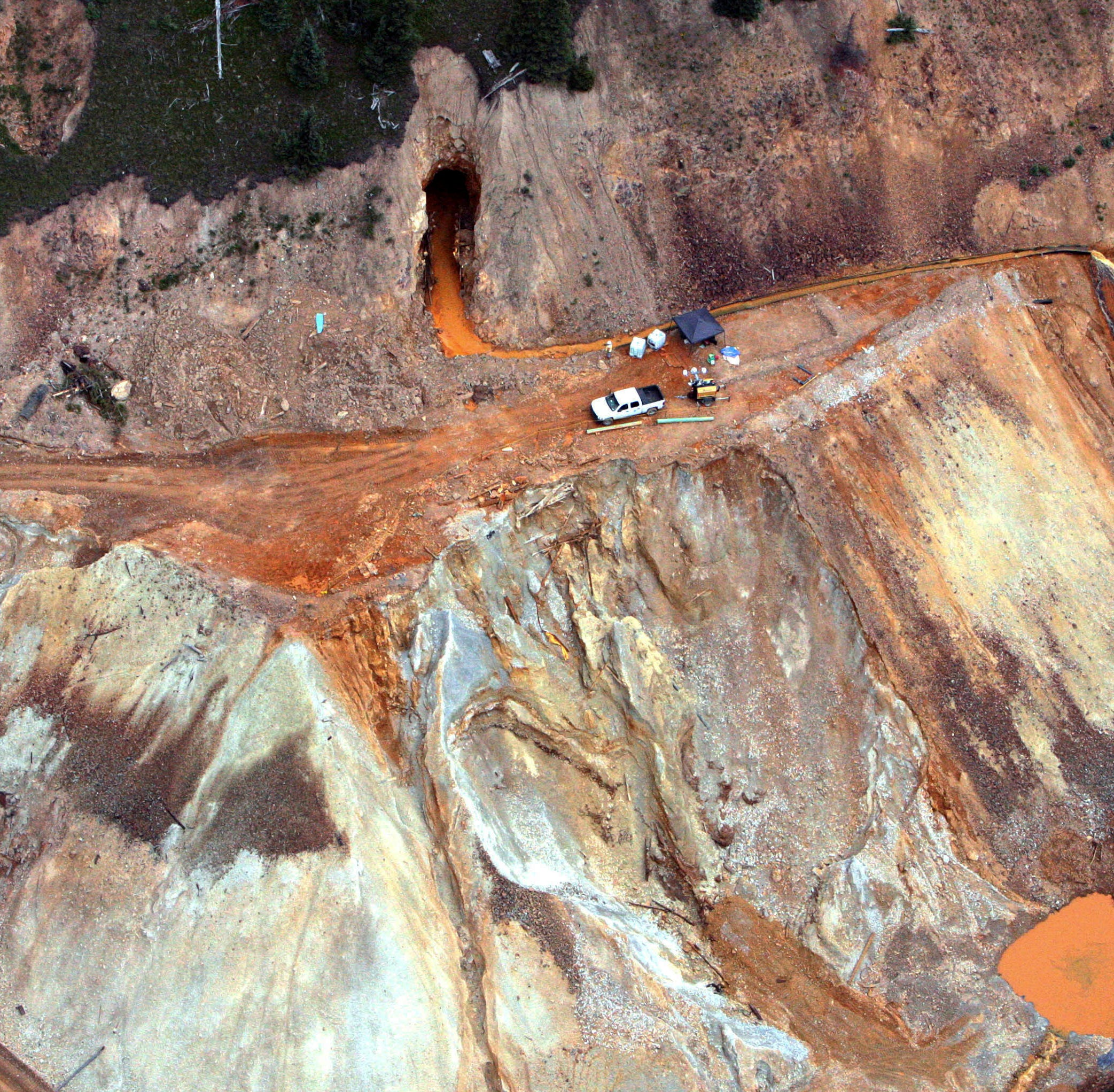 Polluting mines: 50M gallons of fouled wastewater daily