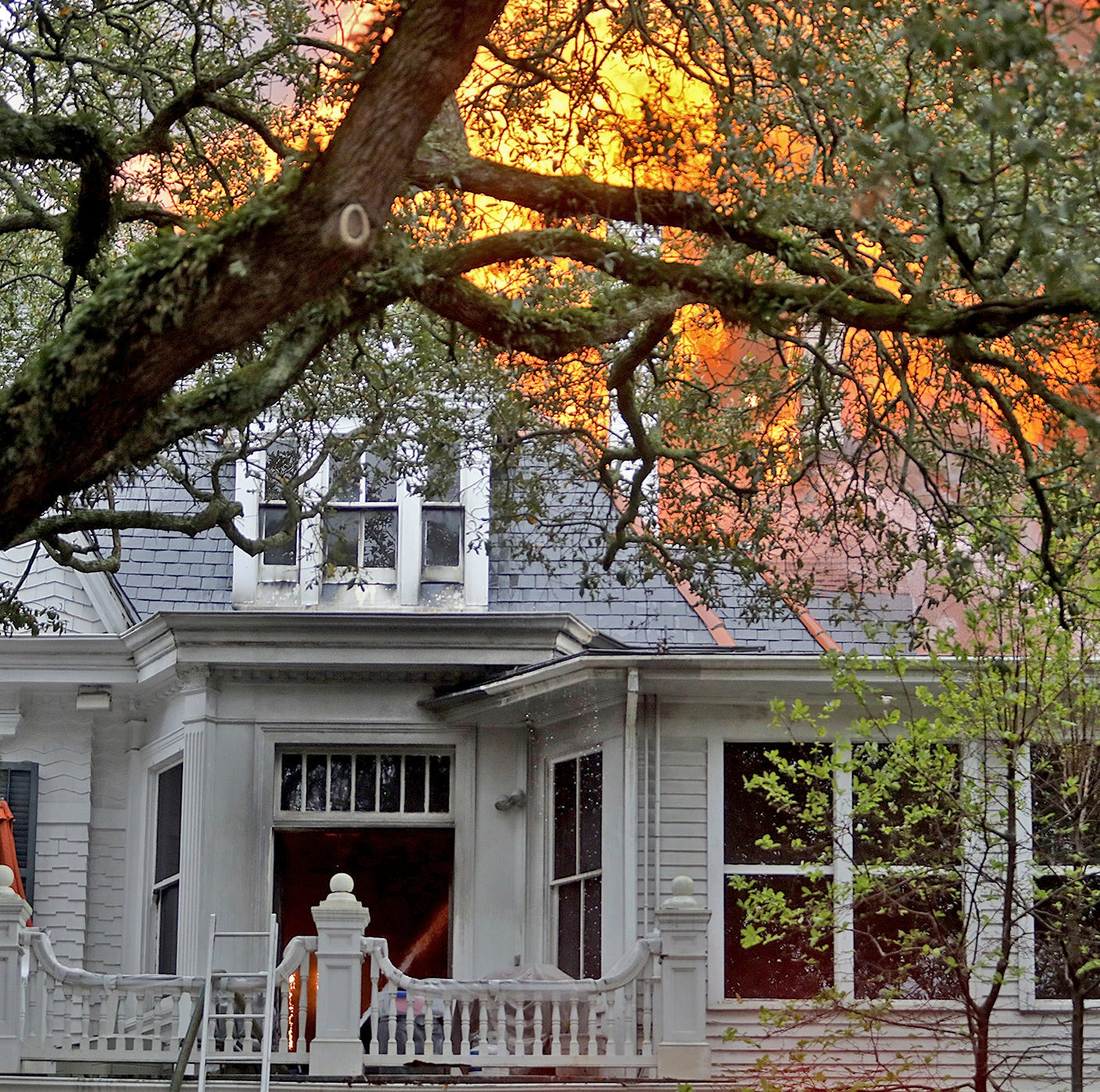 Fire engulfs 150-year-old New Orleans mansion; 3 escape
