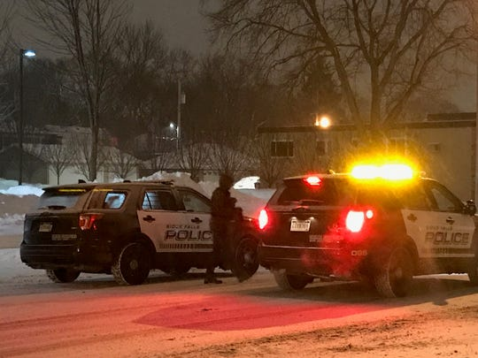 Police on scene looking for suspects in the 600 block of S. Main in Sioux Falls on Tuesday night.
