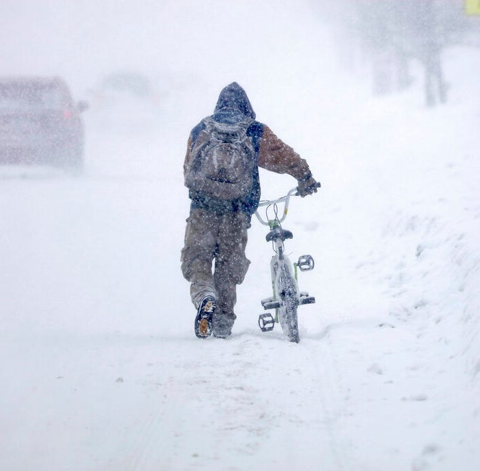 Snow closes school districts, delays travel in Upper Midwest