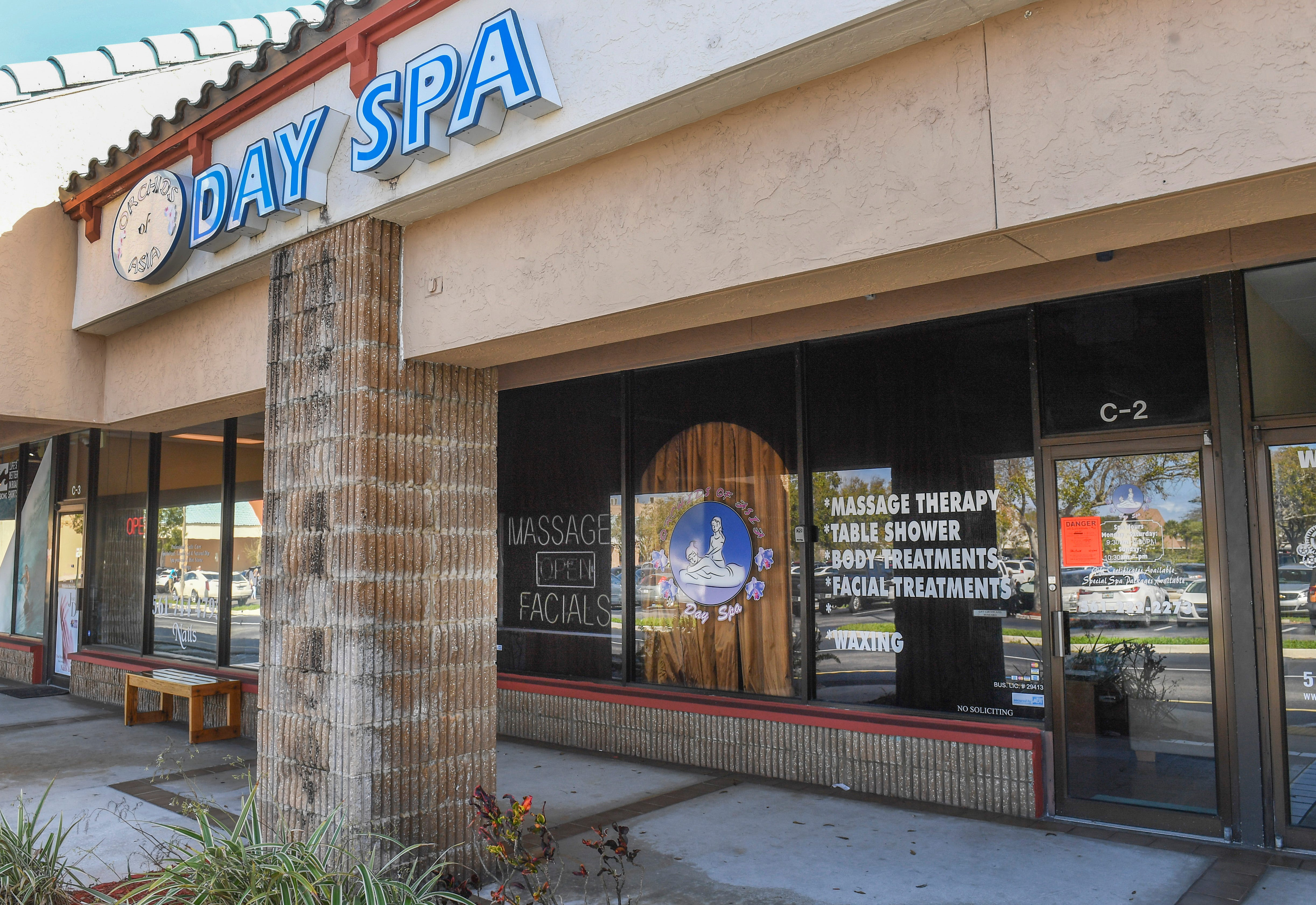 Patriots owner Robert Kraft sues prosecutors for records in sex spa case