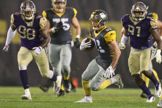 Westlake High graduate Nelson Spruce (81) finds open space during the San Diego Fleet's game against the Atlanta Legends in an AAF game on Sunday.