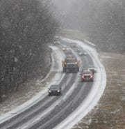 Snow starts to stick on the Palisades  Interstate Parkway in Pearl River Feb. 20, 2019.