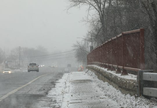 Snow starts to fall on Route 304 in Bardonia Feb. 20, 2019. Wintry mix is expected for the evening commute in the Hudson Valley.