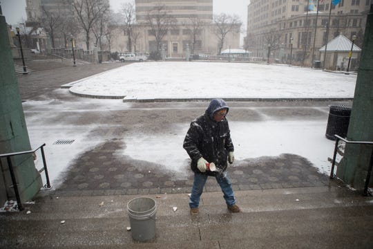 Snow begins to fall in Wilmington on Feb. 20, 2019.