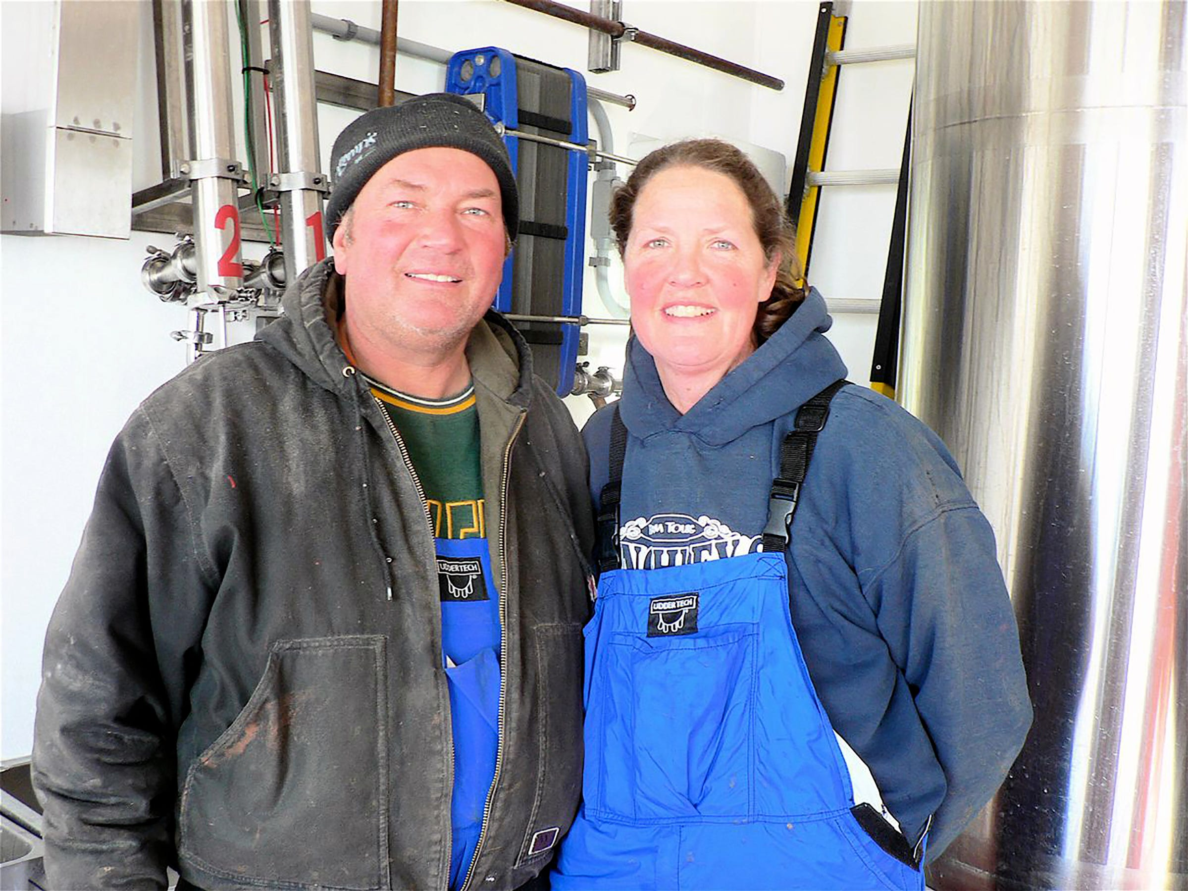 Duane and Tina Hinchley, Cambridge entered the the robotic milki ng era on Dec. 4, 2018. They love their Udder Tech clothing.