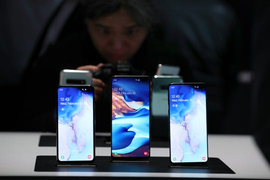 (L-R) The new Samsung Galaxy S10e, Galaxy S10+ and the Galaxy S10 smartphones are displayed during the Samsung Unpacked event on Feb. 20, 2019 in San Francisco, California. Samsung announced a new foldable smartphone, the Samsung Galaxy Fold, as well as a new Galaxy S10 and Galaxy Buds earphones.