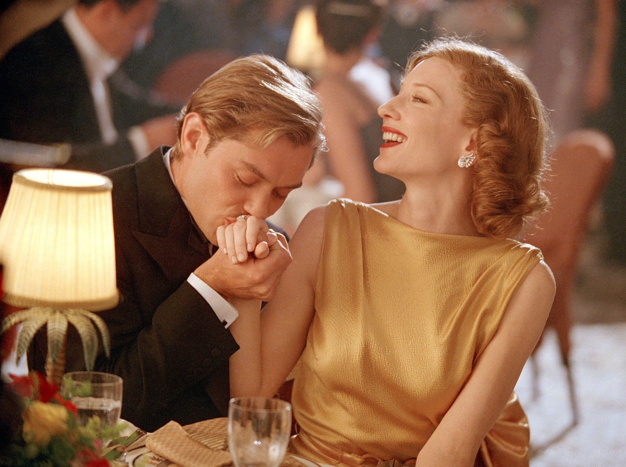 Jude Law as Errol Flynn and Cate Blanchett as Katharine Hepburn in a scene from the motion picture 'The Aviator.'