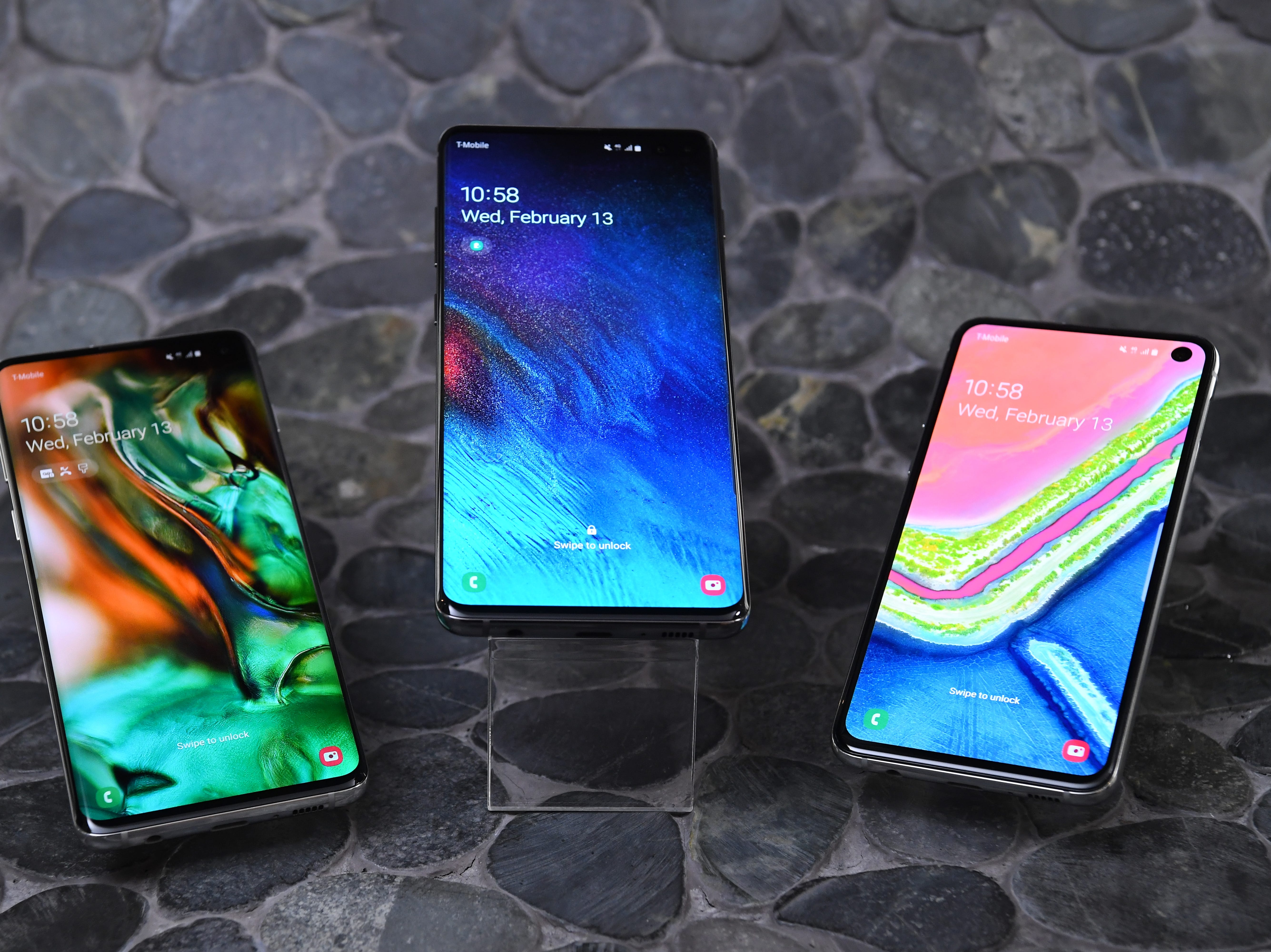 2/13/19 10:46:05 AM -- New York, NY  --  *** EMBARGO  UNTIL FEB 20, 2:30pm EST **** Samsung is introducing its next line of Galaxy S phones on February 20.   (l-r): Samsung Galaxy S10, Galaxy S10 Plus, Galaxy S10E --    Photo by Robert Deutsch, USA TODAY staff ORG XMIT:  RD 137807 Samsung 02/13/2019 [Via MerlinFTP Drop]