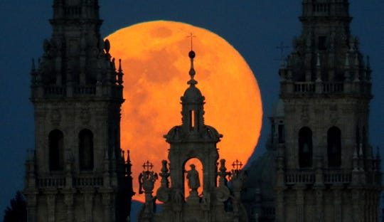 A view of the supermoon over Santiago's Cathedral, in Santiago de Compostela, Galicia, Spain.
