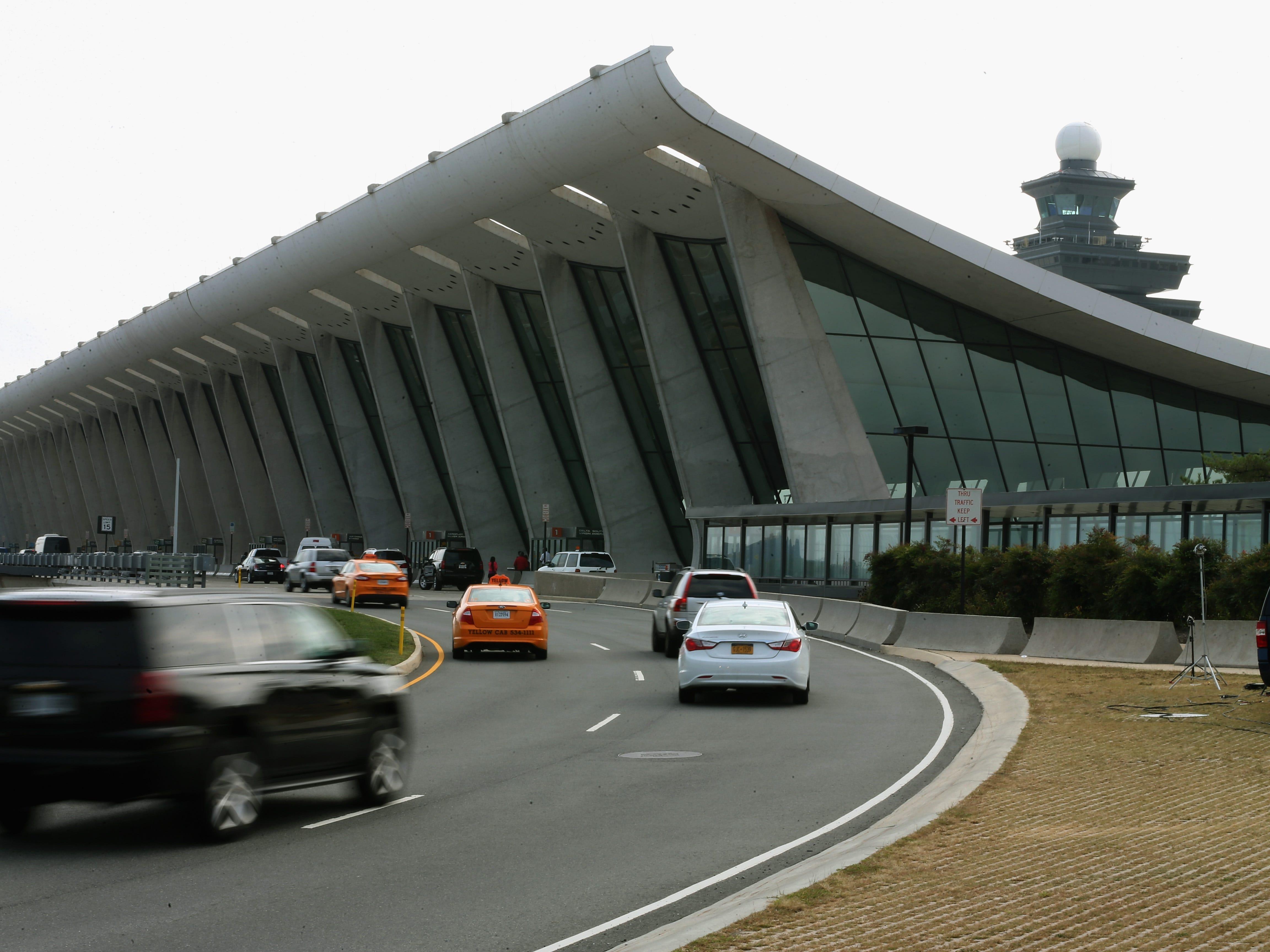 Dulles surpasses Reagan National as D.C.-area's busiest airport