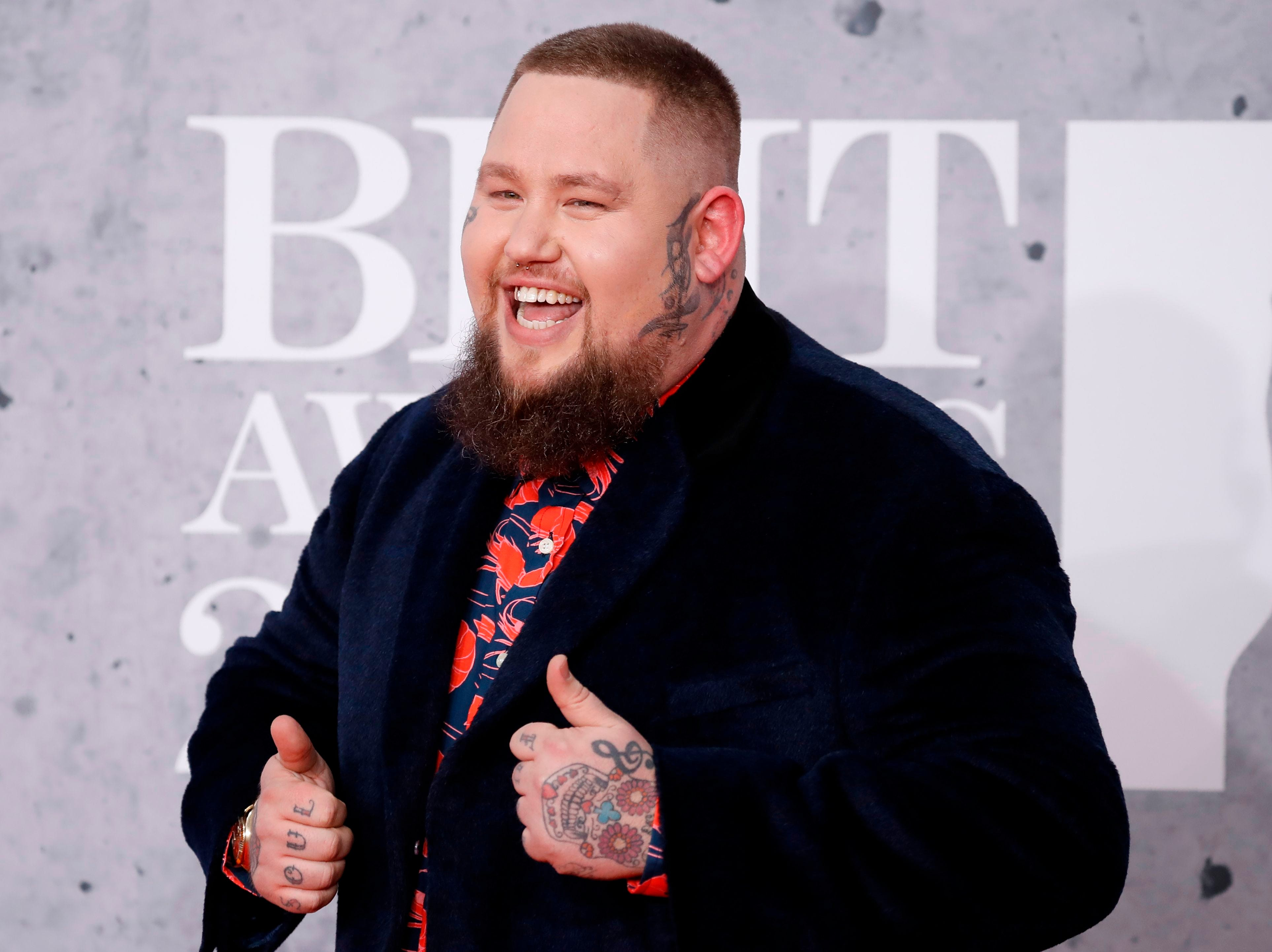 British singer-songwriter Rag'n'Bone Man poses on the red carpet on arrival for the BRIT Awards 2019 in London on February 20, 2019. (Photo by Tolga AKMEN / AFP) / RESTRICTED TO EDITORIAL USE  NO POSTERS  NO MERCHANDISE NO USE IN PUBLICATIONS DEVOTED TO ARTISTSTOLGA AKMEN/AFP/Getty Images ORIG FILE ID: AFP_1DO11F