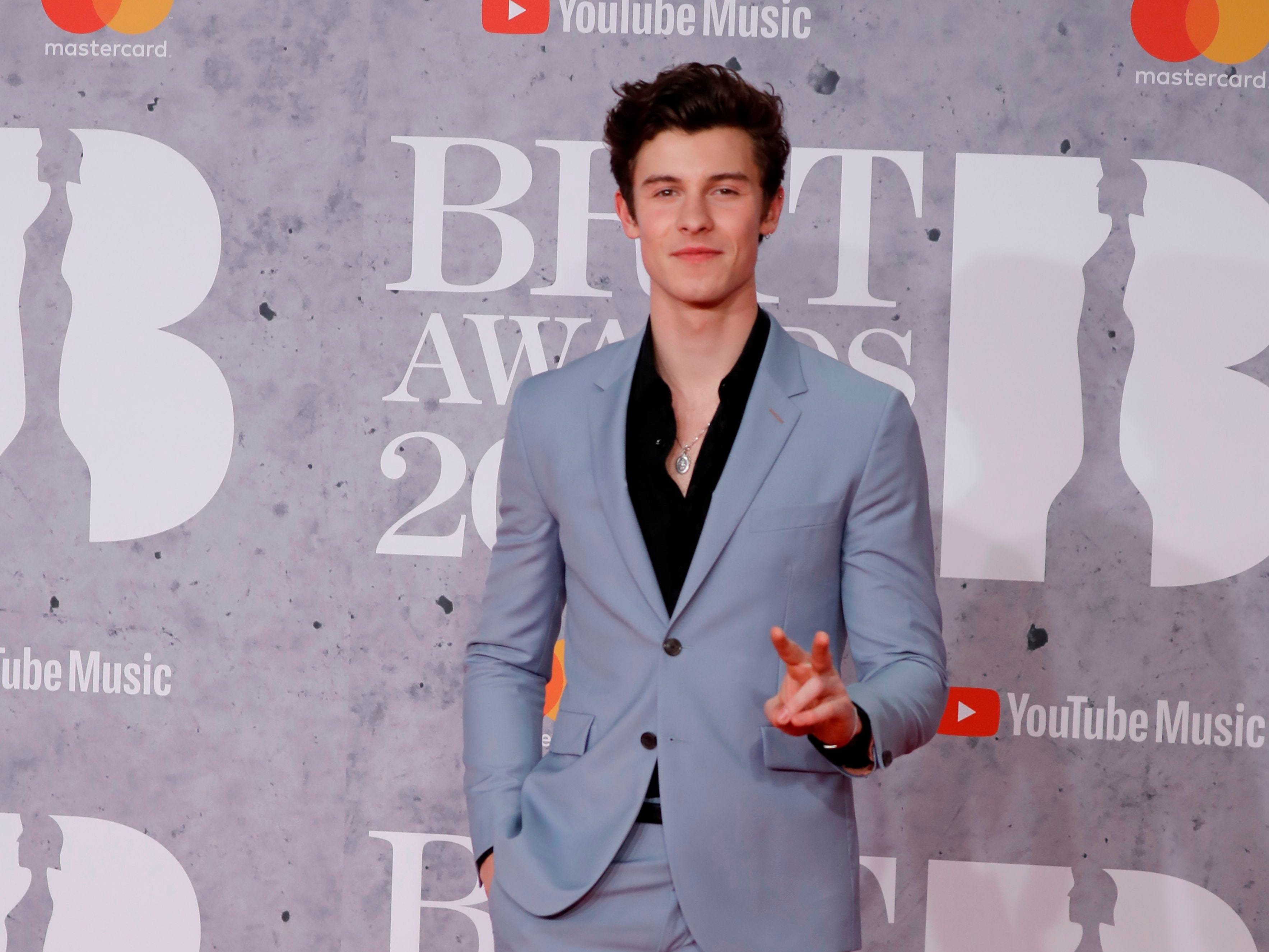Canadian singer-songwriter Shawn Mendes poses on the red carpet on arrival for the BRIT Awards 2019 in London on February 20, 2019. (Photo by Tolga AKMEN / AFP) / RESTRICTED TO EDITORIAL USE  NO POSTERS  NO MERCHANDISE NO USE IN PUBLICATIONS DEVOTED TO ARTISTSTOLGA AKMEN/AFP/Getty Images ORIG FILE ID: AFP_1DO1PX