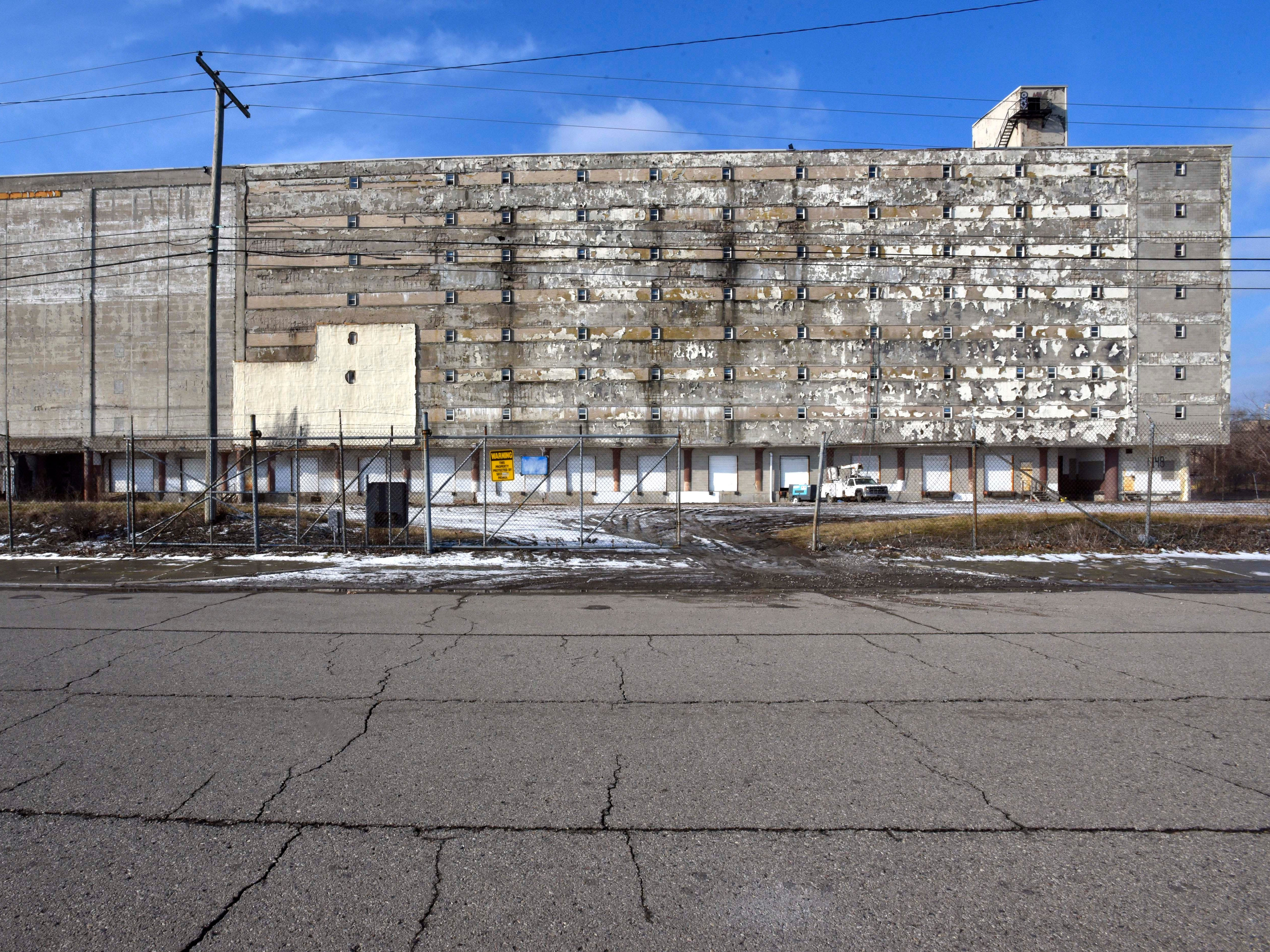 This is a former cold storage building at 1448 Wabash. This side faces Vermont between Bagley and Porter.