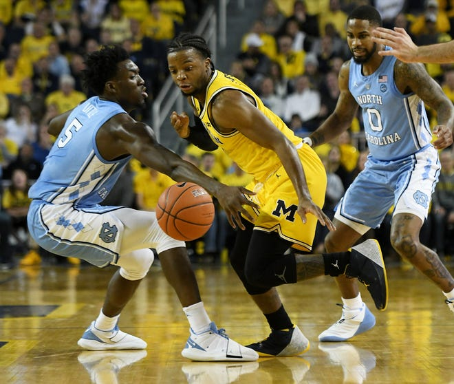Michigan guard Zavier Simpson (3) is one of 10 semifinalists for the Naismith national defensive player of the year.